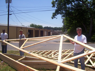 08 07-16 Webster Parish,LA - Trusses going up on Day #3 of Red, White and Blue Build. bb