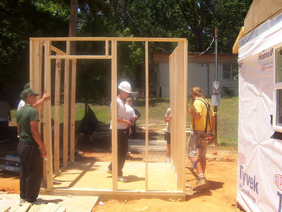 08 07-16 Webster Parish, LA - Framing goes up on utility shed. bb