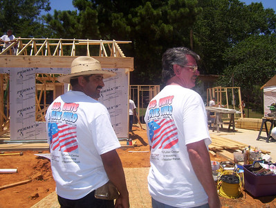 08 07-16 Webster Parish,LA - Local House Captain Salvador Gonzalez and Dale Thomas (Vista worker with Webster Parish). bb