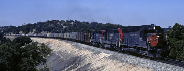Cotton Belt 8973 & Southern Pacific 9013 + 8927, Penryn, California, May 1981    The SP freight heads east from Sacramento. Photo by Les Tindall.