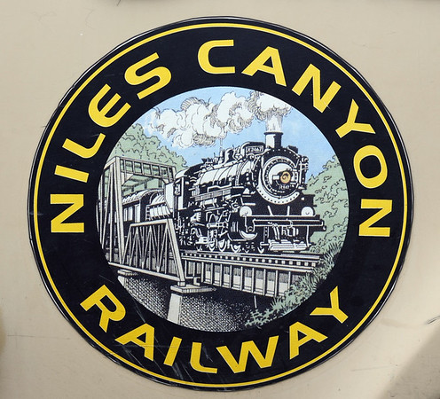 Welcome to the Niles Canyon Rly, California!  Sun 5 May 2013.  Almost six miles long, it runs from Niles, about 30 miles from San Francisco, to Sunol.  It uses the alignment of a Sacramento - Stockton - San Jose line opened in 1869 as part of the Central Pacific - Union Pacific transcontinental railroad.  Southern Pacific closed this section in 1984.
