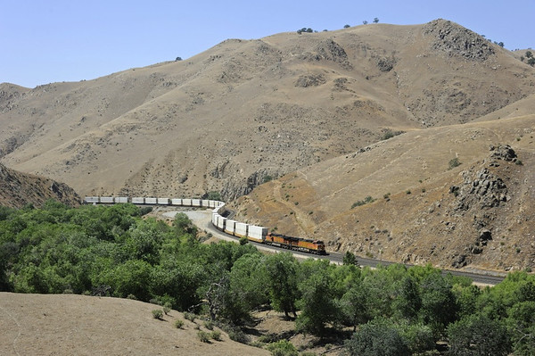 BNSF 5039 & 5523, Caliente Creek Narrows, California, Wed 1 May 2013 - 1433.  The GE C44-9Ws climb south to Caliente.