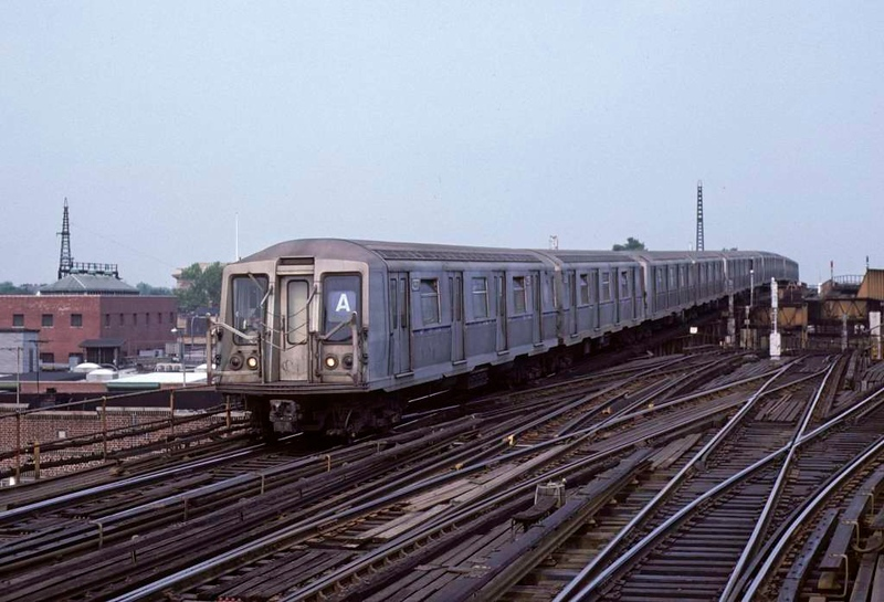 A New York City Subway A line train led by 4337 from Lefferts Avenue descends to Rockaway Boulevard, Queens, on 10 July 1078.  The R40 stock had been built by St Louis Car Co 1968-69.  (Photo by Les Tindall.)