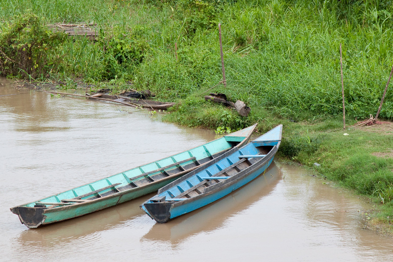 Peka-peka boats along the river