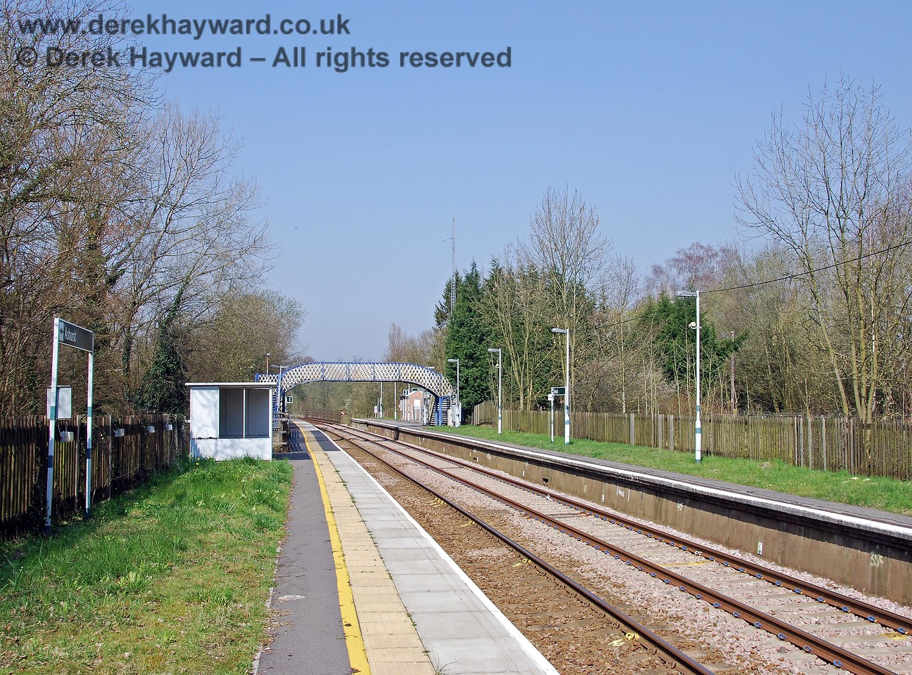 Another view in 2007, with things looking quite tidy and a revised timetable in operation. 02.04.2007