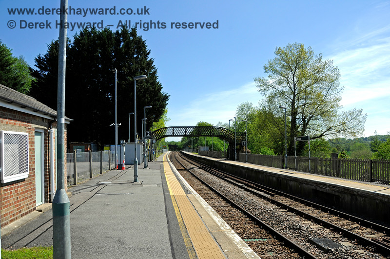 It is 2021 and the camera looks south from roughly the same position at Ashurst station.  Tactile paving has been fitted and the platform surface has improved.  There is new lighting and in the very far distance the platform has been extended. 30.05.2021 20756