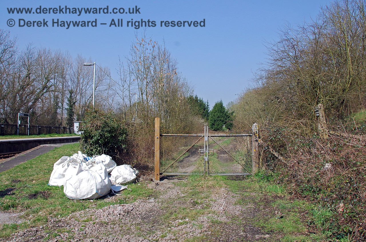 The chance delivery of some materials gave the opportunity to take this shot of the gates that now control the engineers access, but which was originally the trackbed to one of the two bay platforms. The formation of the island platform and the other bay is no longer distinct. 02.04.2007