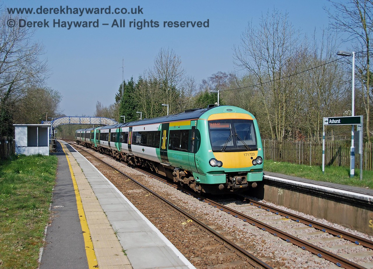 In 2007 the Thumpers are long gone, and replaced by smart Class 171 units. 171723 leads a train in from London, en route to Uckfield.  It is a pity that there were no passengers waiting... 02.04.2007
