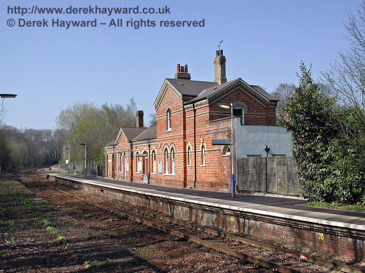 A closer view of the Cowden station building, looking north. 18.04.2003