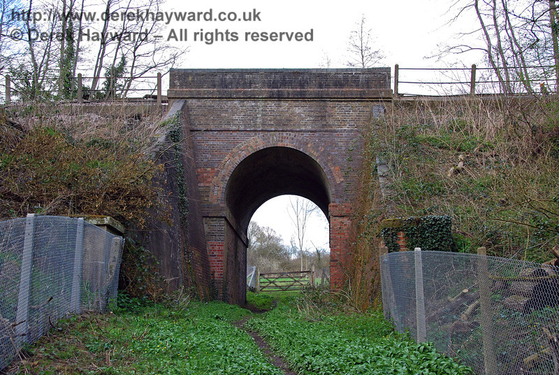 A second view of the cattle creep looking east.  This arch is typical of many on the line.  Walkers are warned that parts of this area can be very muddy. 09.04.2008