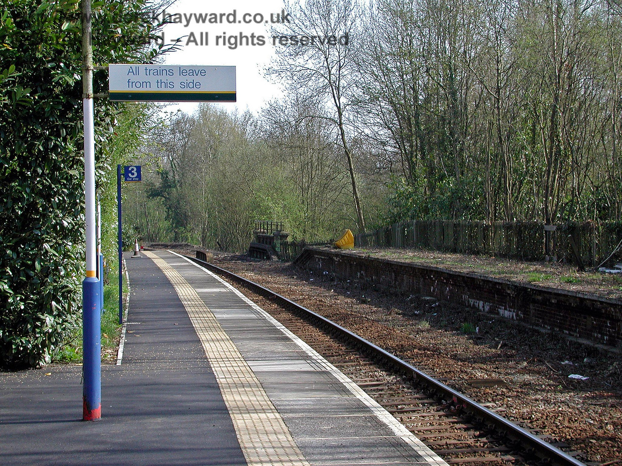 The sign still existed in 2003, and is seen in this view south.  Thankfully Southern appear to have more faith in their passengers and it has subsequently been taken down! 18.04.2003