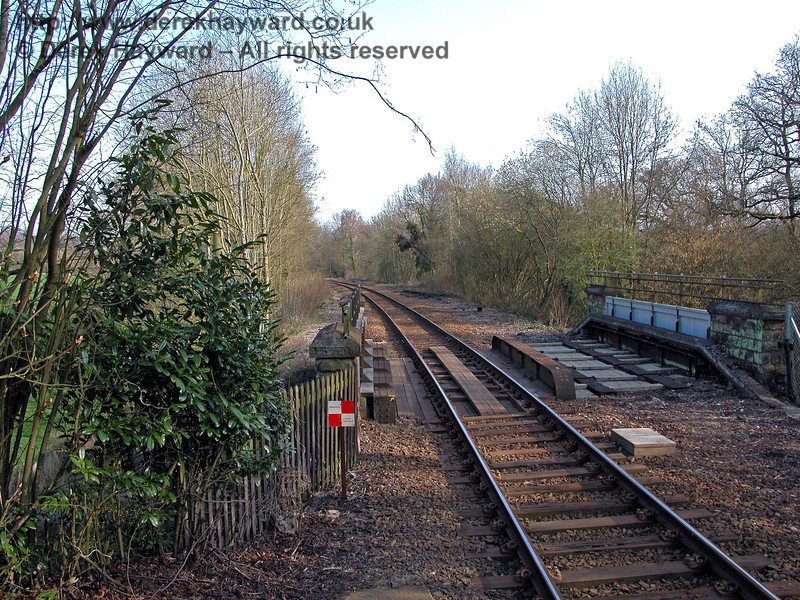 Looking south towards Ashurst from the southern end of Cowden station. 03.04.2005