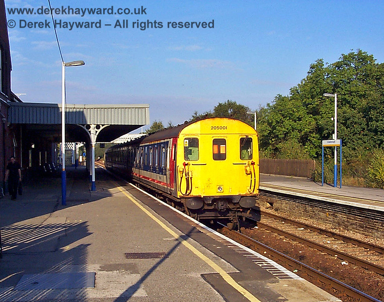 Thumper 205001 waits to leave Crowborough for Oxted. 19.09.1998