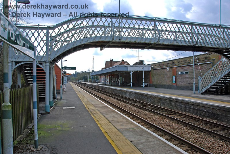 Looking south along Crowborough station platform from the north end. 10.04.2008