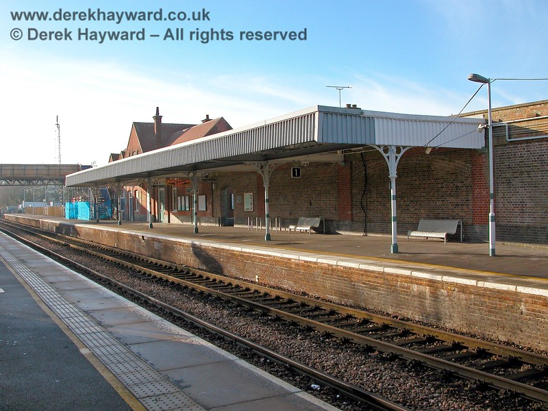 Crowborough Station has the benefit of a large canopy for northbound passengers, although it originally extended further to the south. The bridge in the background was a temporary structure erected in 2005 whilst repairs were made to the main footbridge. 07.12.2005