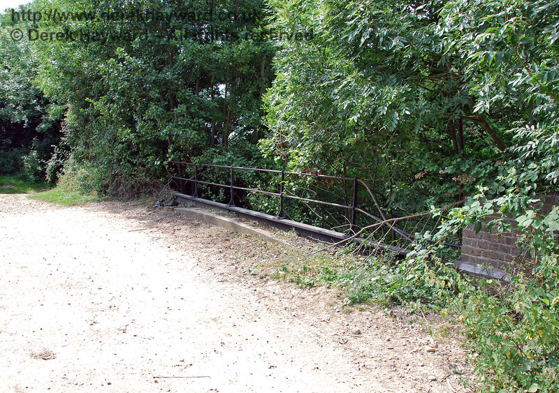 This is the northern parapet of the Iron River bridge.  The section of railings nearest the camera seems to have been struck by a vehicle at some point. 27.07.2008