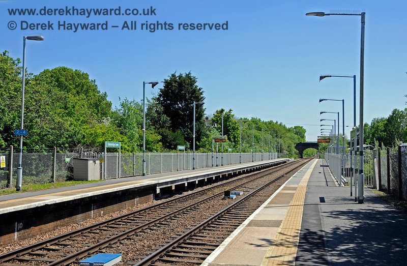 Edenbridge Town station looking south along the new platform extension.  A large proportion of the services on the line are formed of two or four carriages and do not need to use the extended platform.  The two and four car stopping marker can be seen on the left. 30.05.2021 20733