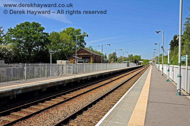 Looking north along the length of the platform extension at Edenbridge Town station from the southern end of the southbound platform.  30.05.2021 20746