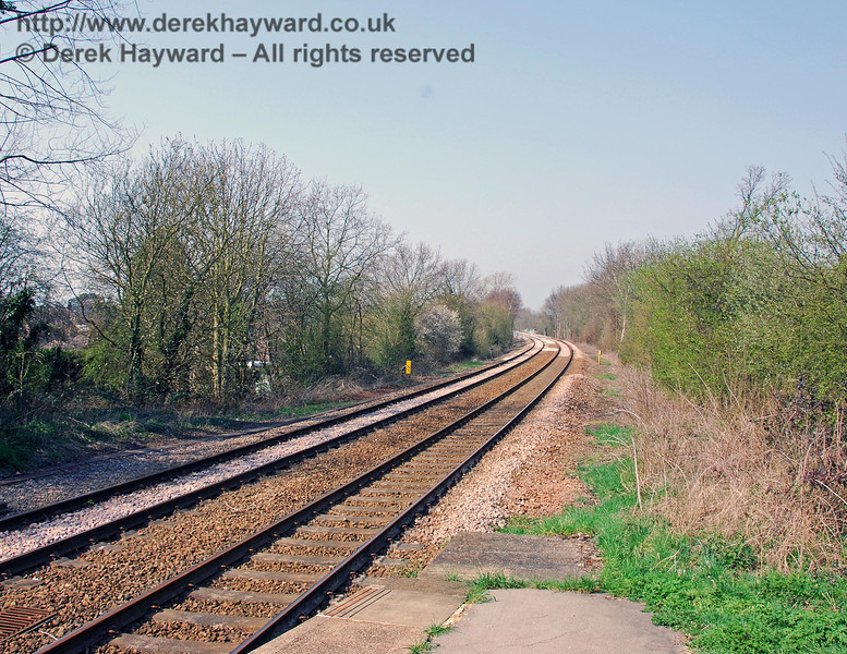Looking north from Edenbridge Town station.  The bridge is on the curve in the distance. 02.04.2007