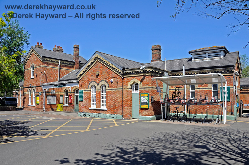 The forecourt of Edenbridge Town station with a bike storage facility on the right. When the booking office is closed access to the station is via the gate on the extreme right of the picture.  30.05.2021 20728