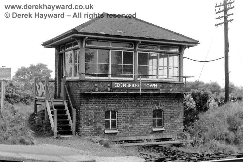 Edenbridge Town signal box, pictured on 24.05.1969.  Eric Kemp retains all rights to this image.