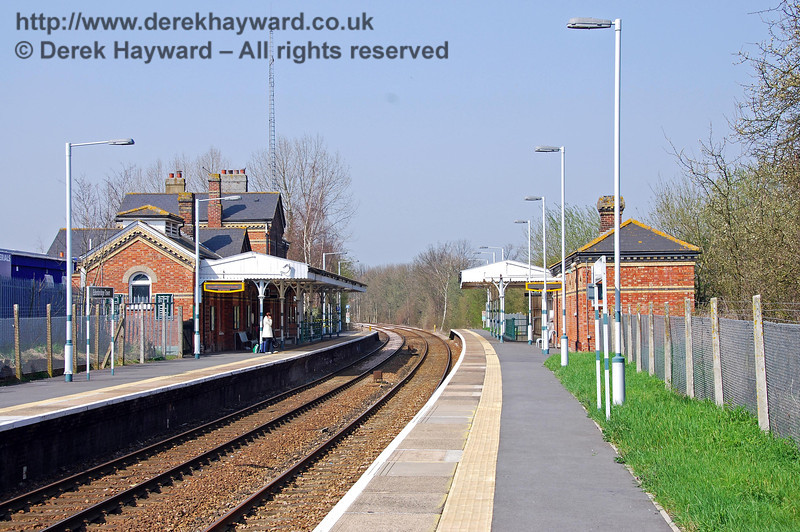 The same view as the previous picture taken in 2007 and showing a refurbished platform with tactile strip. 02.04.2007