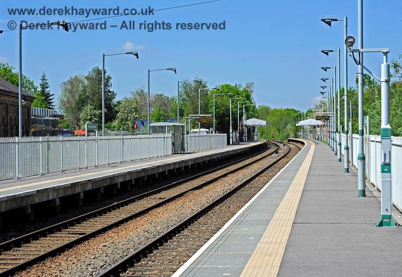 Looking north along the platform extension at Edenbridge Town. 30.05.2021 18085