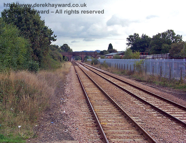 Looking south from Edenbridge Town towards Hever. The line is completely straight between the two stations, and composed of double track. 10.10.1998