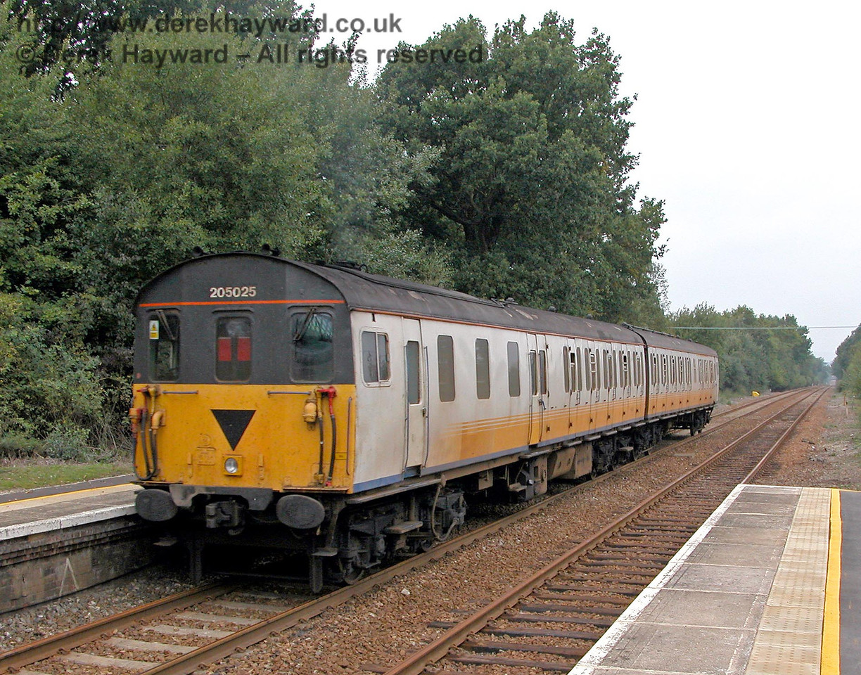 Thumper 205025 departs north from Hever en route to Edenbridge Town and Oxted. 18.09.2003