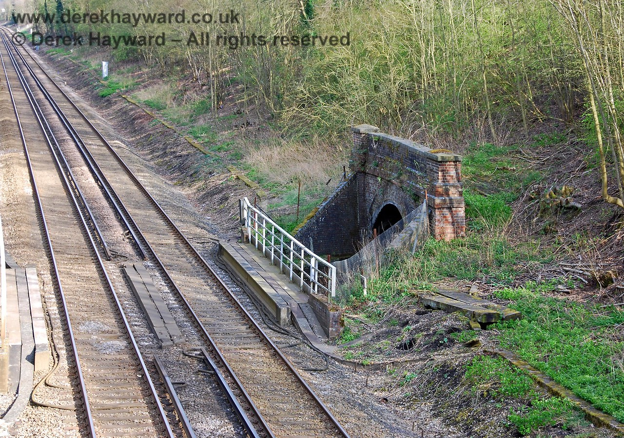 The north portal of the southern part of the tunnel.  There is no pedestrian connection between the two lines for staff.  A smart wooden fence was originally provided to guard the drop, but it has subsequently been replaced. 09.04.2008