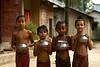 Søde børn på landet i Srimangal. Deres forældre er stammefolk og lever af at væve tøj. Bangladesh