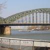 DCL Hohenzollernbrücke driedelig met elk overspanningen van 111 + 167 + 122 = 409m