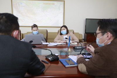 2021 оны зурагдугаар сарын 4.СЕХ-ноос сонгуулийн автоматжуулсан системийн ажиллагааны талаар болон шаардлагатай баримт, материалыг танилцуулж байна.ГЭРЭЛ ЗУРГИЙГ Г.САНЖААНОРОВ/MPA