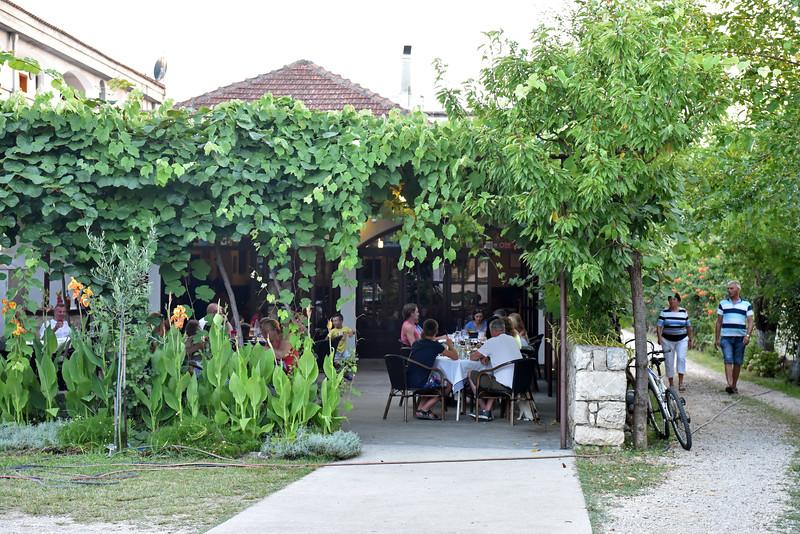 Lovac Restaurant
