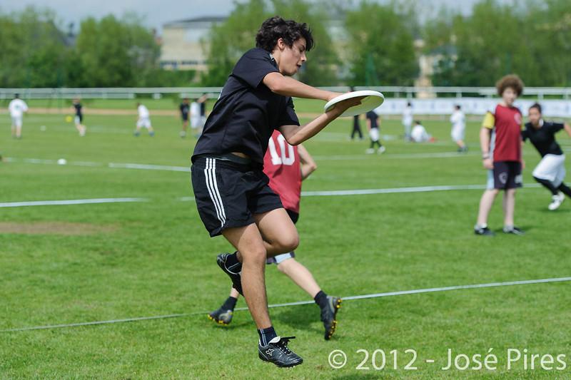 Coupe Junior 2012, Sablé sur Sarthe, France.<br /> Friz'toi vs Frisbeurs. Junior U17.<br /> PhotoID : 2012-05-05-0001