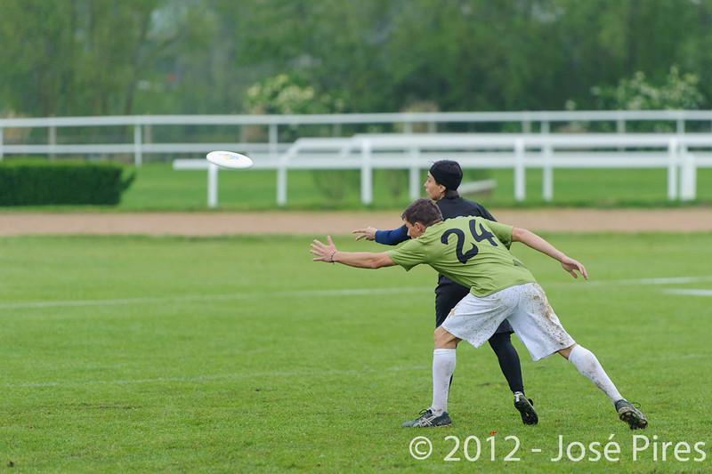 Coupe Master 2012, Sablé sur Sarthe, France.<br /> Frisbeurs vs Jack'suns. Master<br /> PhotoID : 2012-05-06-0145