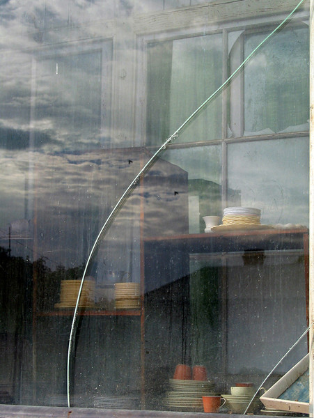 Crack and two birds, second-hand shop, Koorawatha 2003–42 x 32