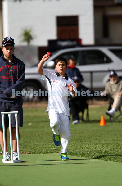 2-11-14. Under 11 Cricket. Maccabi Blue 1/104  def Maccabi White 8/31 at Caulfield park. Photo: Peter Haskin
