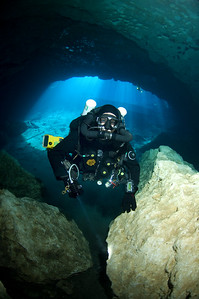 Scott Blair descends into Blue Grotto using his Megalodon Closed Circuit rebreather.