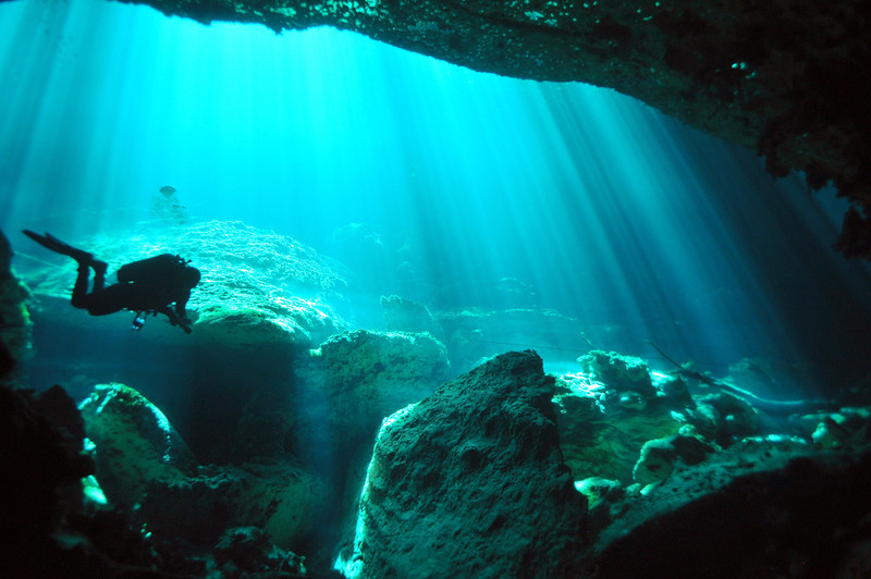 An amazing light show inside El Eden Cenote - November 2012