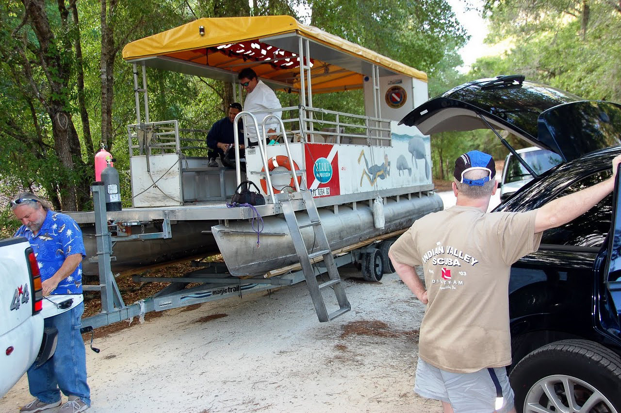 Preparing to head out on the Homosassa River - April 2009 (Photo by IVS)