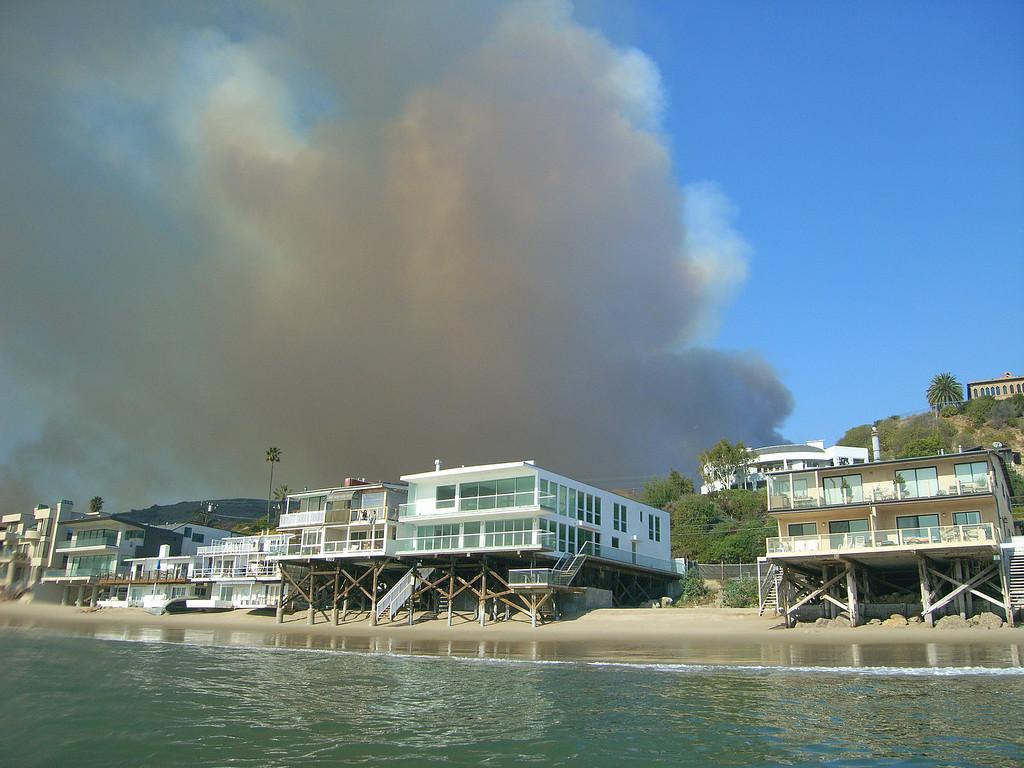 walt conklin Malibu Canyon Road Malibu fires burning strong 11-24-07 Sea & Sea DX8000-G (for sale) YS-25 Auto