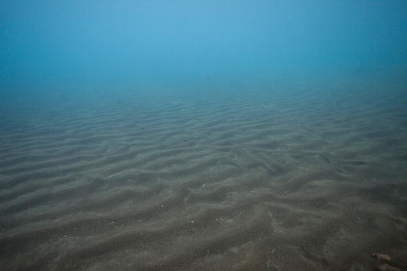 Sandy bottom at Kleifarvatn.