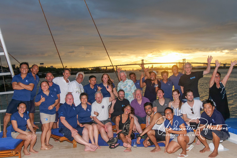 The whole gang--crew and divers alike!