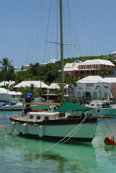 062106_DSC151004 / A small sailboat at Flatts Bridge, Bermuda