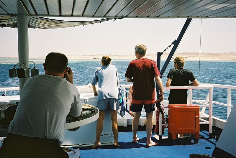 6 My three travelling companions with the diveguide Sonia Gögl