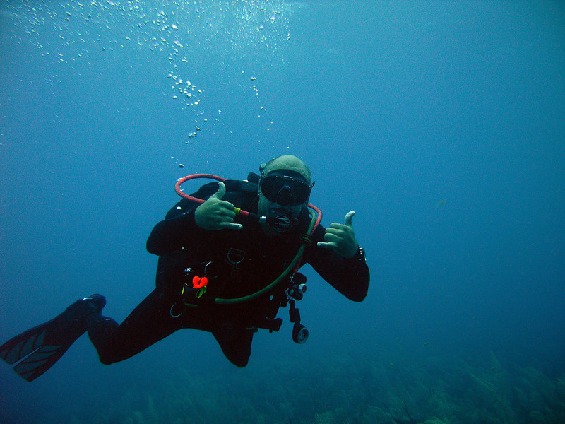 Eddie gives the diving in Saba two thumbs up!