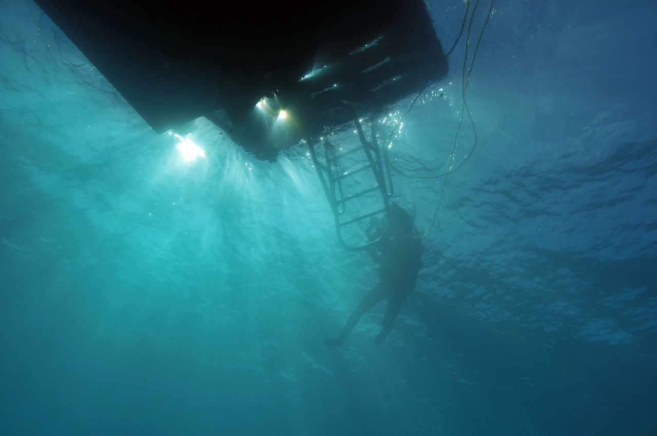 """""""Fins off"""" at the end of the dive - December 2012"""