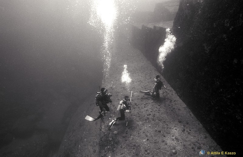 Temple of Mu - Marine Archiological Site<br /> Monument Steps / Divers<br /> Yonaguni, Japan