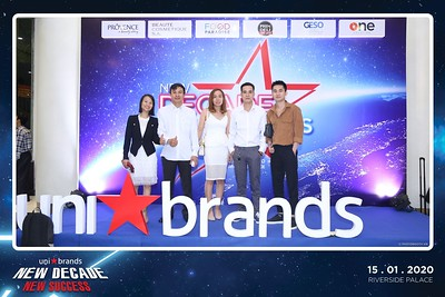 Unibrands-Year-End-Party-2019-instant-print-photo-booth-Chup-hinh-in-hinh-lay-lien-Su-kien-Tat-nien-TP-HCM-WefieBox-Photobooth-Vietnam-213